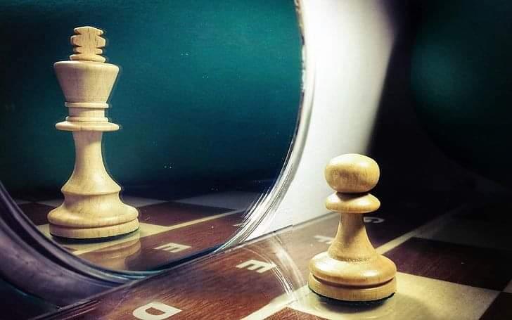 Изкривените Огледала на Илюзиите